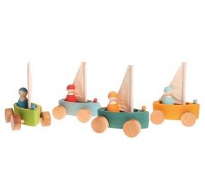 4 bateaux à voile colorés